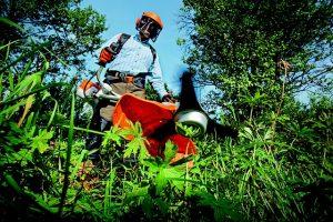 jardinier débroussailleur